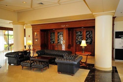 hilton palm beach airport west palm beach. Black Bedroom Furniture Sets. Home Design Ideas