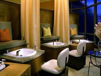 Lansdowne resort and spa leesburg for Resort spa home decor