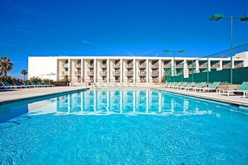 Getaways Market Pick About Crowne Plaza Redondo Beach