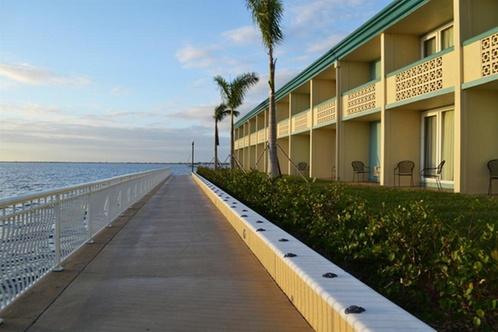 punta gorda waterfront hotel and suites punta gorda. Black Bedroom Furniture Sets. Home Design Ideas