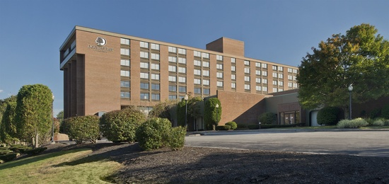 Located in the heart of the bluegrass region of Kentucky, the Four Points by Sheraton Lexington is the closest full service hotel to the beautiful Kentucky Horse Park-host of the World Equestrian Games.
