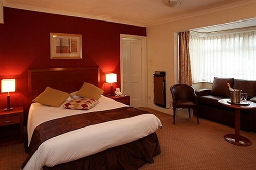 Manor house hotel spa guildford for 33 fingers salon groupon