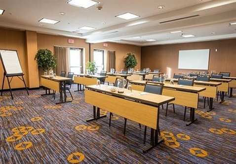 Courtyard by marriott cincinnati north at union centre for L salon west chester ohio