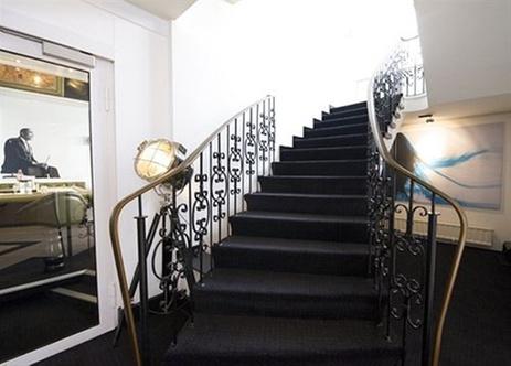 max brown midtown duesseldorf. Black Bedroom Furniture Sets. Home Design Ideas