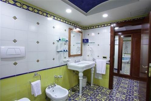 Lloyd 39 s baia hotel vietri sul mare for Layout della palestra di 2000 piedi quadrati