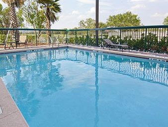 how to get from orlando airport to dolphin hotel