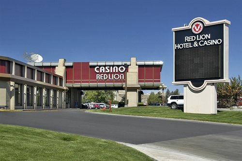 Book the Red Lion Hotel and Casino Elko - Situated near the airport, this hotel is within a minute walk of Elko Convention Center and Northeastern Nevada Museum. Elko Area Chamber of Commerce Visitor Center and Elko County Fairgrounds are also within 1 mi (2 km).