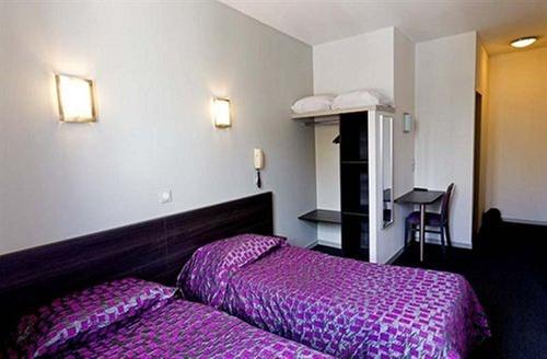 hotel st etienne lourdes. Black Bedroom Furniture Sets. Home Design Ideas
