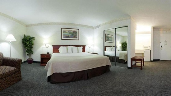 Hotel Red Lion Inn Suites Auburn Seattle Suite Room Wa