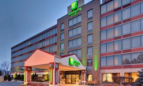Holiday Inn Hotel Suites Warren