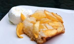 Rado am Hafen: Hausgemachter Streuselkuchen mit Eis und einer Tasse Kaffee für 2 Personen bei Rado am Hafen (41% sparen*)