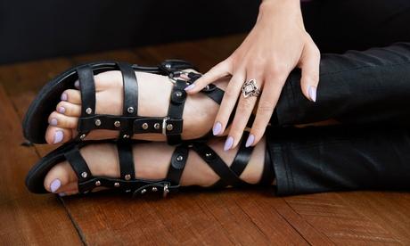 manicura y/o pedicura con esmaltado semipermanente o tradicional desde 12,95 € en Belleza Integral María