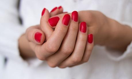 3 manicure con smalto classico, semipermanente o in gel al centro Estetica Afrodite (sconto fino a 67%)