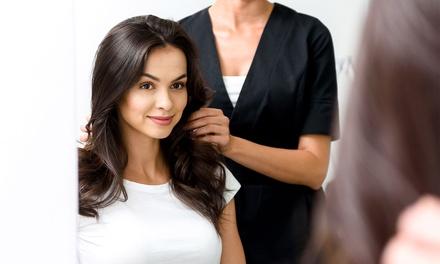 Sesión de peluquería completa con opción a tinte y/o mechas desde 14,95 € en Abril Peluqueros