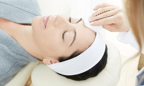 1 o 2 sesiones de limpieza facial completa con peeling ultrasónico desde 19,90 € en 2 centros de SantaMonica Aesthetics