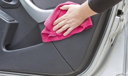 Autowäsche außen, opt. auch innen oder Deluxepaket mit Lackaufbereitung bei Wash Service Berlin (bis zu 77% sparen*)