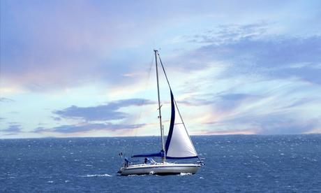 Paseo en velero para dos personas por la costa de Barcelona por 238 €