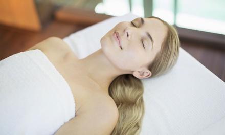 Gezichtsbehandeling + peeling, naar keuze met rug/schoudermassage Salon Gezondheid en Schoonheid in IJmuiden