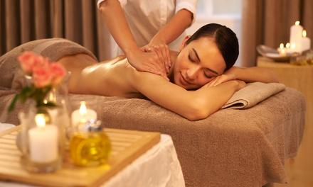 30 Min. oder 60 Min. Wohlfühl-Aromaöl-Massage in der La Rose Beauty Lounge (bis zu 55% sparen*)