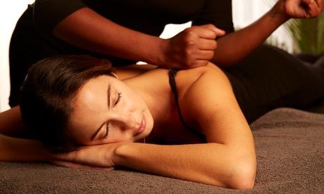 Masaje relajante y envoltura de frutos rojos con opción a masaje podal y ritual a elegir desde 12,95 € en Cuore Me