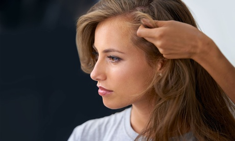 Sesión de peluquería con tinte y/o mechas o tratamiento de toxina botulínica desde 9,95 € en Posh&Cut