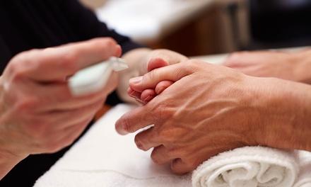 Manicura, pedicura o manipedicura masculina desde 9,95 € en Akkra Centro De Estetica