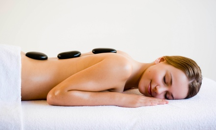 Aromatherapy + Hot Stone Massage: 30Min $29 or 60Min $45 or 2 Ppl $90 at Palace Massage Up to $220