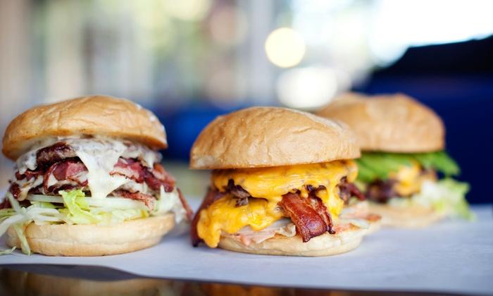 La Blanca Steakhaus - Berlin: XL-Burger-Menü inkl. je 1 Getränk und Dessert für zwei oder vier Personen im La Blanca Steakhaus (bis zu 57% sparen*)