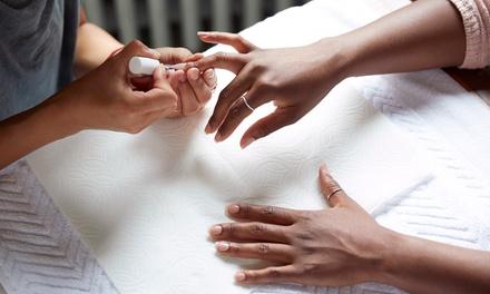 Beauté des mains avec pose de vernis semi-permanent à 24,90 € à l'institut Au Comptoir De L'Ongle