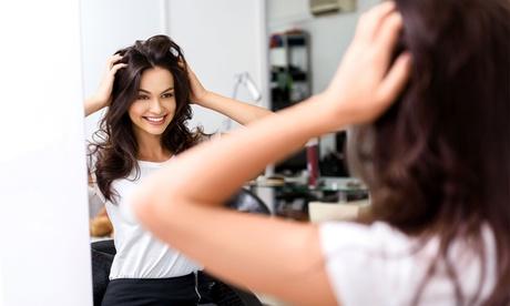 Sesión de peluquería con opción a distintos tratamientos desde 14,95 € en Peluquería y Estética Cristina