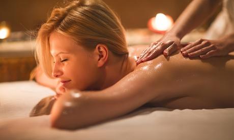 50 Min. Aromaöl-Massage oder 60 Min. Sport- oder Wellness-Massage inkl. Sauna bei Sport on Court (bis zu 59% sparen*)