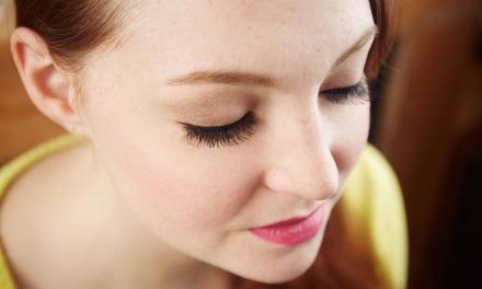 Limpieza facial con diseño de cejas y opción a ampolla, exfoliación y masaje desde 14,95 € en Centro de Estética Hiedra