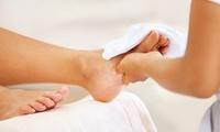Winter-Wellness-Fußpflege mit Massage inkl. Heißgetränk, opt. mit Maniküre, bei Beauty By Guly (bis zu 40% sparen*)