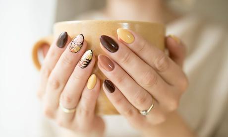 2 sesiones de manicuras y/o pedicura o 1 sesión de manicura acrílica desde 12,95 € en Miriam Estilista