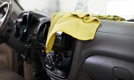 Lavado ecológico básico a mano interior y exterior con opción a limpieza de tapicerías desde 16,95 € en Garaje Premier