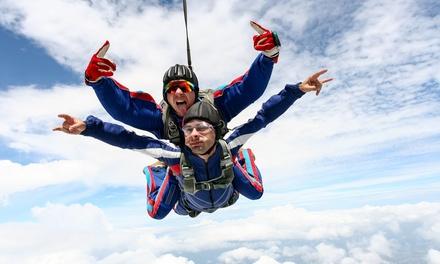 Saut en parachute en tandem avec remise de diplôme à 189 € au centre Skydive Center