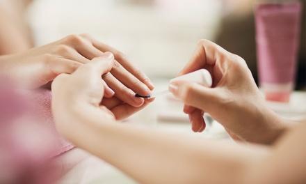 Beauté des mains et/ou des pieds avec pose de vernis simple ou permanent dès 19,90 € à l'institut Latoja