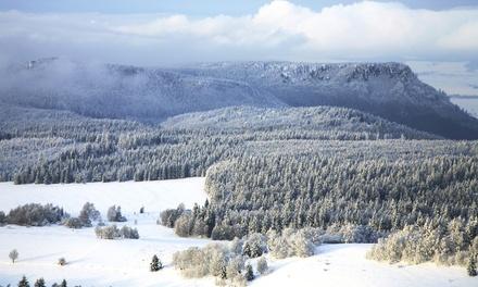 Skipass Bieszczady: 2-8 dni dla 2 lub 3 osób z wyżywieniem, karnet open na stok i więcej w Stacji Narciarskiej Karlików