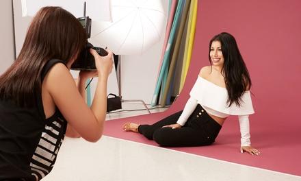 Shooting fotografico in studio o all'aperto fino a 4 persone allo Studio Fotografico Iacurto (sconto fino a 86%)