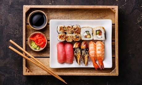 Menu giapponese con barca di sushi da 40 pezzi, antipasto e birra tipica al ristorante La Baia d'Oro