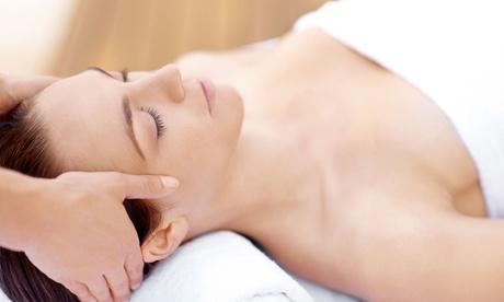 Higiene facial con tratamiento específico y opción a analizador facial desde 19,95 € en Adna