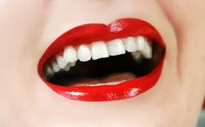 Implants: Uno, dos, tres, cuatro, cinco o seis implantes dentales con corona de porcelana desde 489 € en 2 centros a elegir