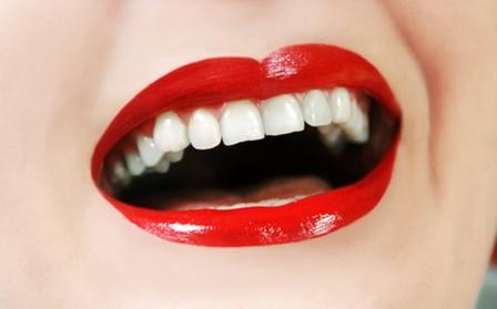 Uno, dos, tres, cuatro, cinco o seis implantes dentales con corona de porcelana desde 489 € en 2 centros a elegir