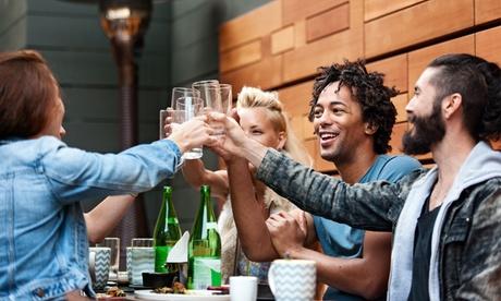 Reservado cumpleaños con 2 pintas, copa y picoteo para 1, 16 o 24 personas desde 16,95 € en The Clover Irish Tavern