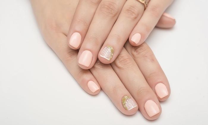 Ricostruzione unghie e ritocco la vie est belle groupon for Decorazione e applicazione unghie finte