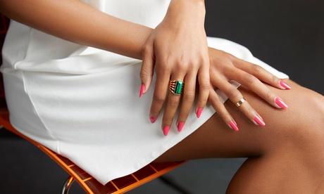 2 sesiones de manicura, pedicura o ambas con esmaltado permanente desde 12,95 € en Macarena Rodríguez Beauty Center