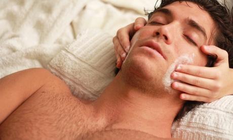 1 sesión de tratamiento facial para hombre con opción a higiene de espalda desde 19,95 € en Clínica Chloee