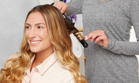 Sesión de peluquería con tratamiento de brillo y opción a tinte y/o mechas desde 14,95 € en Laris Peluquería Y Estética