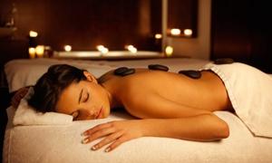 By Marina: Een complete massage van 60' of een massage met hot stones vanaf € 19.99 bij By Marina