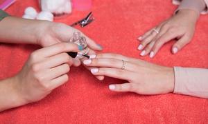 Zarinas Manicura: Sesión de manicura y/o pedicura con esmaltado normal o semipermanente desde 9,95 € en Zarinas Manicura